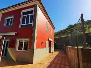 Casa adosada en venta en calle Arenal