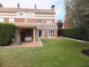 Casa adosada en alquiler en Urbanización Gurimendi