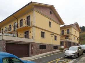 Casa adosada en venta en calle Lizardi Kalea