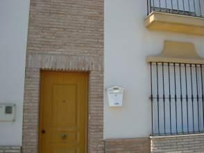 Casa adosada en alquiler en Santaella