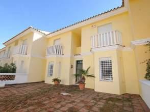 Casa adosada en venta en Guadalmina