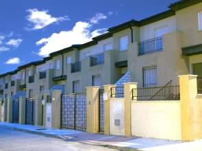 Casa adosada en venta en calle Alheli, nº 91, Linares por 125.000 €