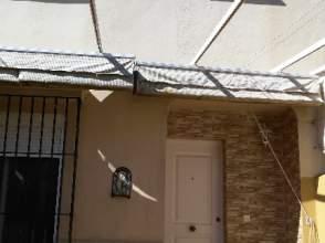 Casa adosada en alquiler en Pozoalbero