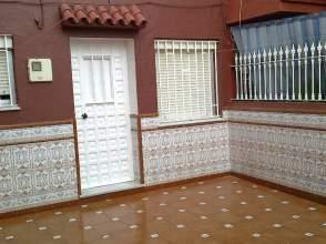 Casa adosada en alquiler en Piñera
