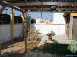 Casa rústica en alquiler en Cantarrana-Fuentebravia, Urbanizaciones zona Norte (El Puerto de Santa María) por 450 € /mes