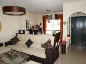 Casa adosada en venta en calle Daraxa
