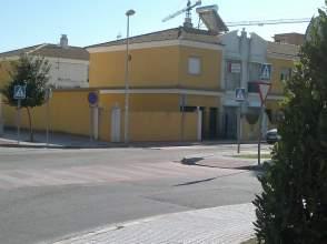 Chalet pareado en alquiler en calle Pilar Miro, nº 24