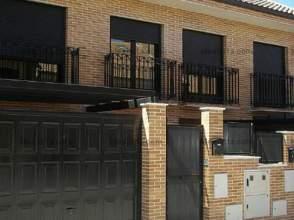 Chalet adosado en alquiler en Avenida Alcala de Henares