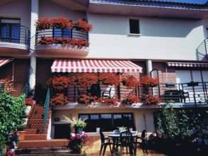 Casa adosada en venta en calle Zubito
