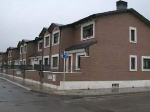 Casa adosada en venta en calle Peñarrubia,  34