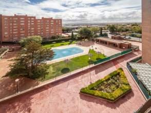 Piso en Urbanización, Piscina, Garaje