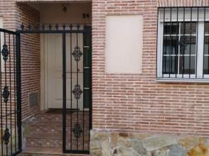 Casa pareada en calle Menorca, nº 24