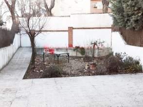 Casa pareada en calle Madrid