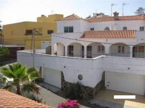 Casa pareada en calle Montaña Clara