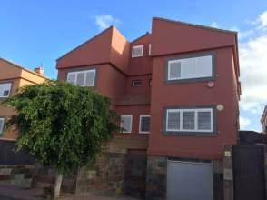 Casa pareada en calle Alejandro Davila Leon, nº 18
