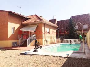 Casa adosada en calle Olivilla