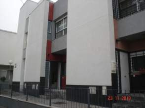Casa pareada en calle calle Poeta Isaac del Vando Villar, nº 3