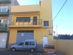 Casa pareada en calle La Dama, nº 2