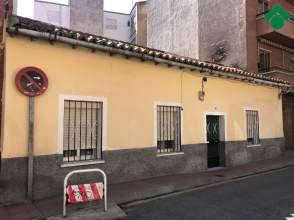 Casa adosada en calle Escobedos