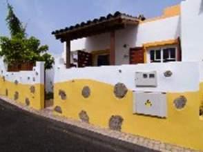 Casa pareada en calle Paises Bajos