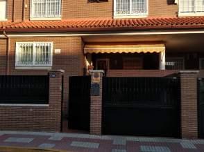 Casa adosada en calle Ferrocarril