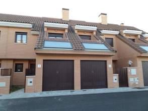Casa adosada en calle Lagunas de Villafafila, nº 4