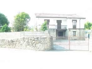 Casa en calle Barrio La Agüera, nº 11
