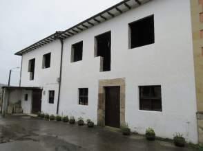 Casa adosada en calle Barrio Las Casonas