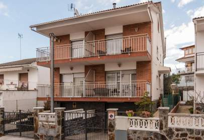 Terraced house in Carrer de Navarra, 11