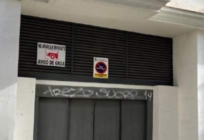 Garage in calle de Pérez Galdós