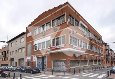 Industrial building in calle de Agustín Calvo