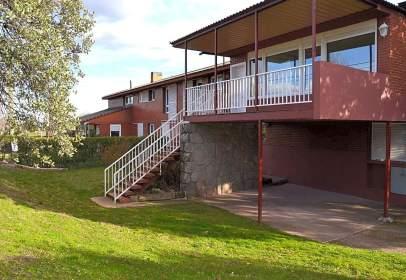 Casa aparellada a Paseo de los Parques, 32