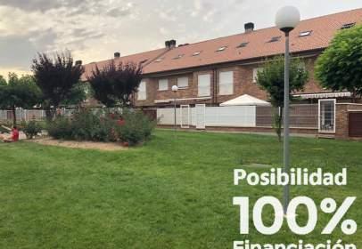 Casa adosada en calle de Pirineos