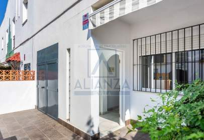 Casa adossada a calle de Granada, nº 28
