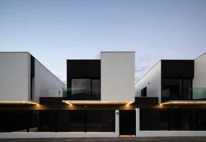 Casa adosada en calle Aldapabaso, nº 16