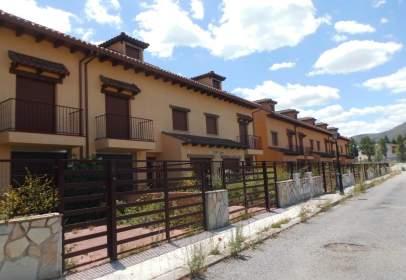 Casa adosada en calle del Alcalde Valentín Ordóñez