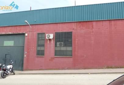 Nau industrial a calle de Virgilio Viniegras, prop de Calle de Granada
