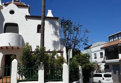 Casa adossada a calle Folia