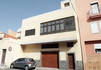 Casa rústica a calle Raimundo Lulio, prop de Calle Alexander Bell