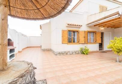 Casa adosada en Playa Flamenca-Las Piscinas