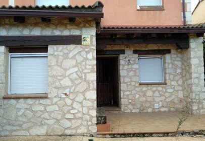 Casa adosada en calle Cabaña