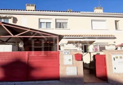 Casa aparellada a calle Sevilla
