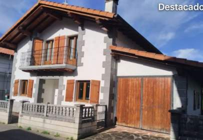 Chalet in calle Usarrea  Auxoa, nº 24