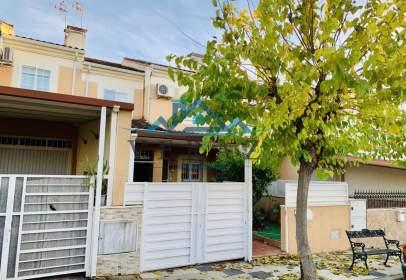 Casa adossada a Avenida Castilla Mancha