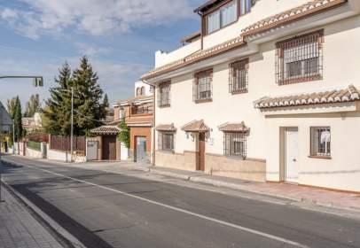 Casa pareada en calle Granada