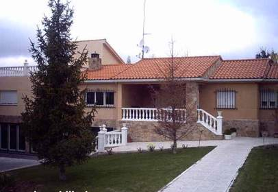 Chalet in calle Tormes, nº 5