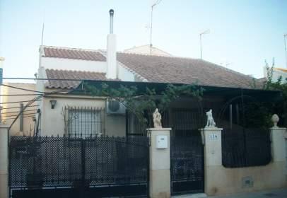 Casa en calle del Río Loira, cerca de Calle del Río Sena