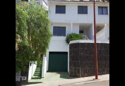 Paired house in calle Teobaldo Power, nº 5
