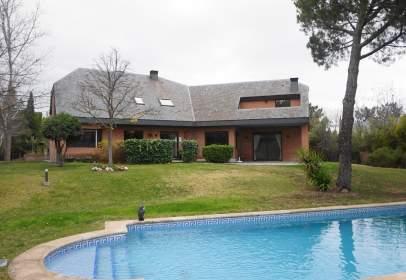 Single-family house in Avenida de las Lomas, near Calle del Valle del Tormes