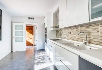 Casa aparellada a Carrer de Barcelona, prop de Carrer del Mas de Molas